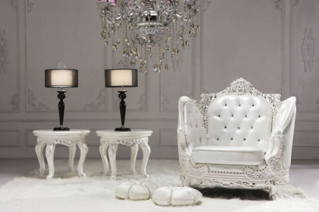 Neo_classic_style_living_room_white_charpie